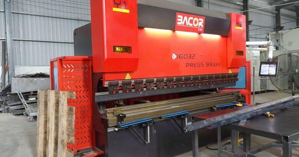 Máy chấn CNC BACOR