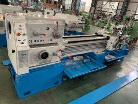 Máy tiện kim loại CNC