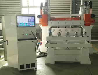 Máy tiện gỗ CNC